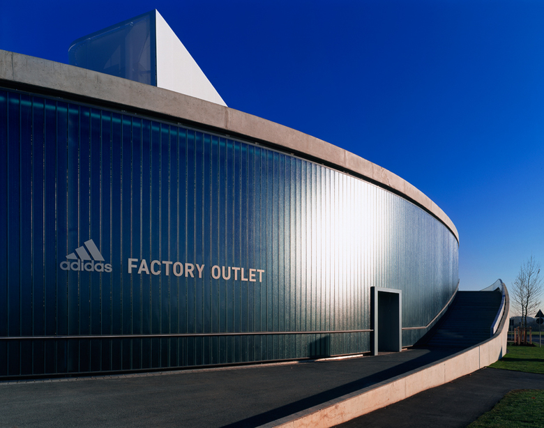 adidas factory outlet wulf architekten. Black Bedroom Furniture Sets. Home Design Ideas